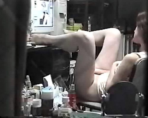 Фото девочек, фото голых девушек. Мастурбация перед кампьютером - снято ск